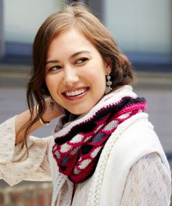 Roulette Chic Cowl Free Knitting Pattern