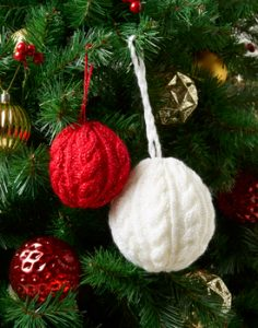Kringle Sparkle Free Cable Bauble Knitting Pattern