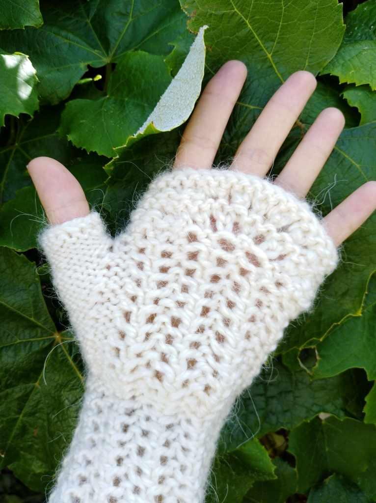 French Rhubarb Fingerless Mittens Free Knitting Pattern ⋆ Knitting Bee