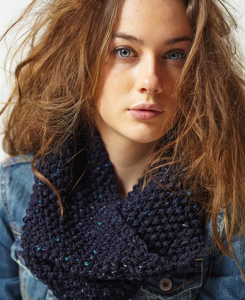 Navy Moss Cowl Free Knitting Pattern