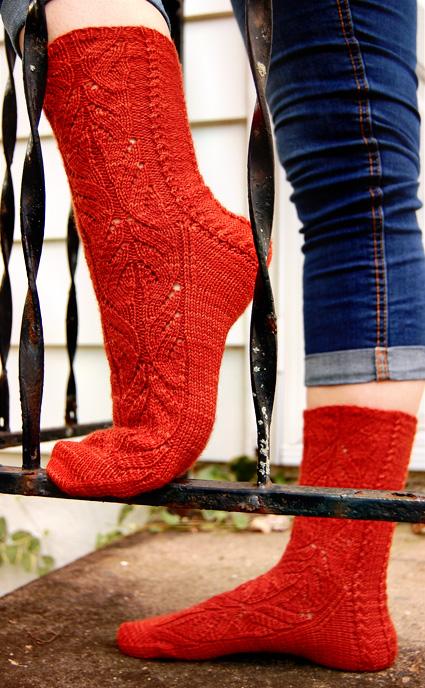 Stellen Free Lace Sock Knitting Pattern