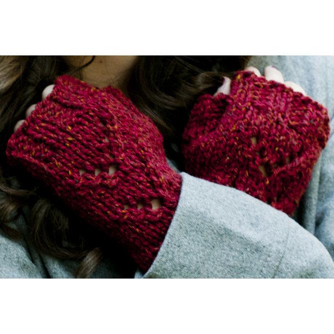 Tivoli Hat and Mitts Free Knitting Pattern