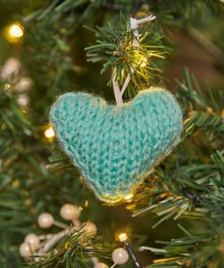 heart Christmas ornament free knitting pattern