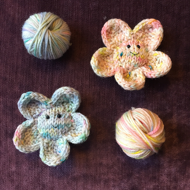 Smiley Flower Free Knitting Pattern