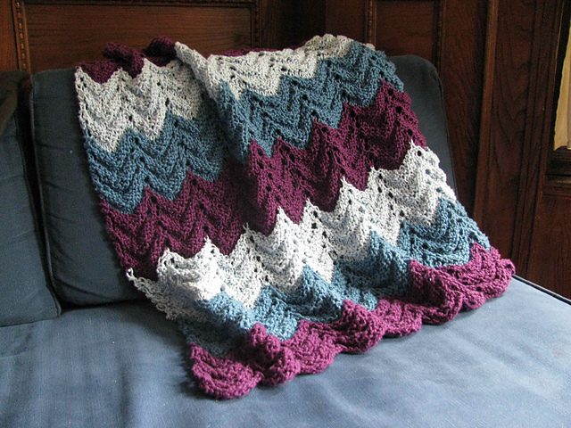 Free knitting pattern for a reversible blanket with a feather and fan stitch
