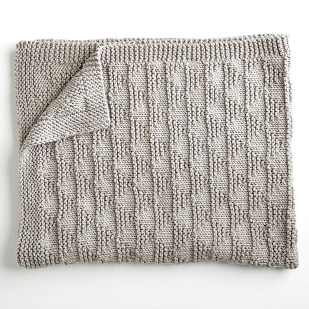 Free knitting pattern for a reversible blanket with triangle pattern