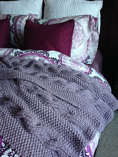 Free knitting pattern for a ribbed cable and moss reversible blanket