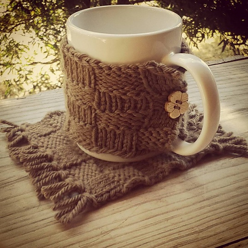Free Knitting Pattern for a Easy Knit Coffee Cozy.