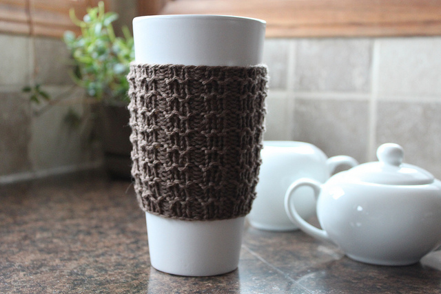 Free Knitting Pattern for a Easy Knit Coffee Cozy Boxy.