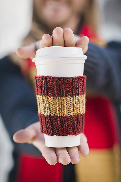 Free Knitting Pattern for a Easy Knit Coffee Cozy Rib Stitch.