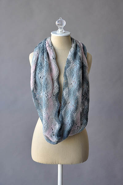 Free Knitting Pattern for a Spellbinder Cowl.