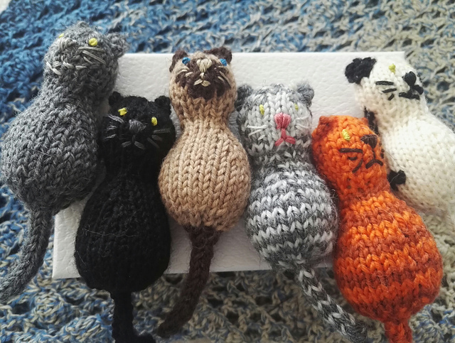 Free Knitting Pattern for a Year Of The Cat Toy.