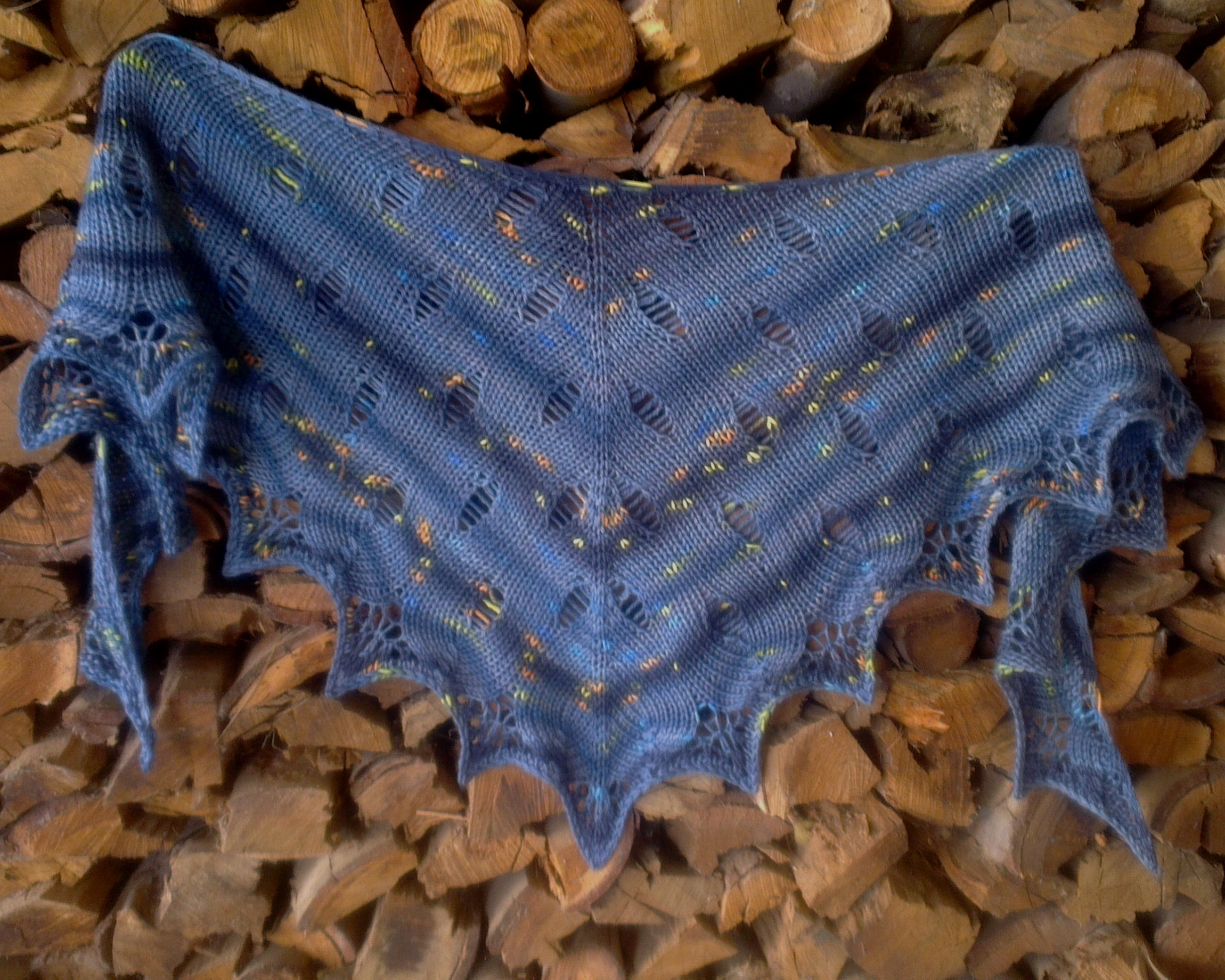 Free Knitting Pattern for the London Calling Shawl.