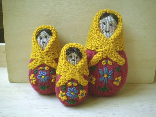 Free amigurumi knitting pattern for Russian Dolls.