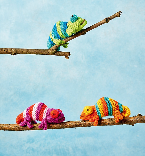 Free animal knitting pattern for Mini Chameleons.