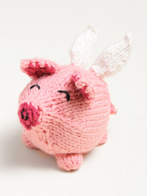 Free animal knitting pattern for a pig.