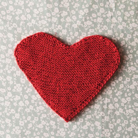 Free Knitting Pattern for a Queen of Hearts Dishcloth