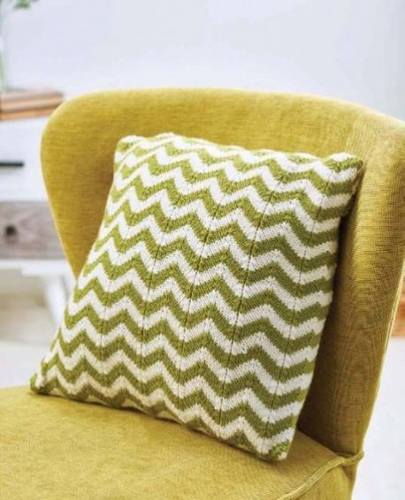 Free Knitting Pattern for a Simple Chevron Cushion. Ripple stitch pillow knitting pattern.
