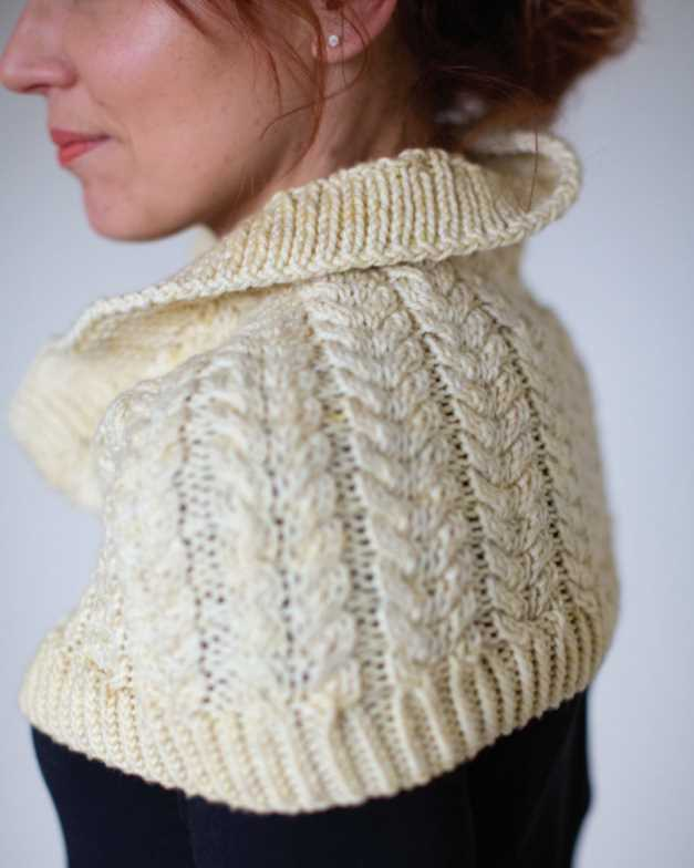 Free Knitting Pattern for a Chunky Cable Stitch Cowl. Cable stitch cowl knitting pattern with twisted rib edges.