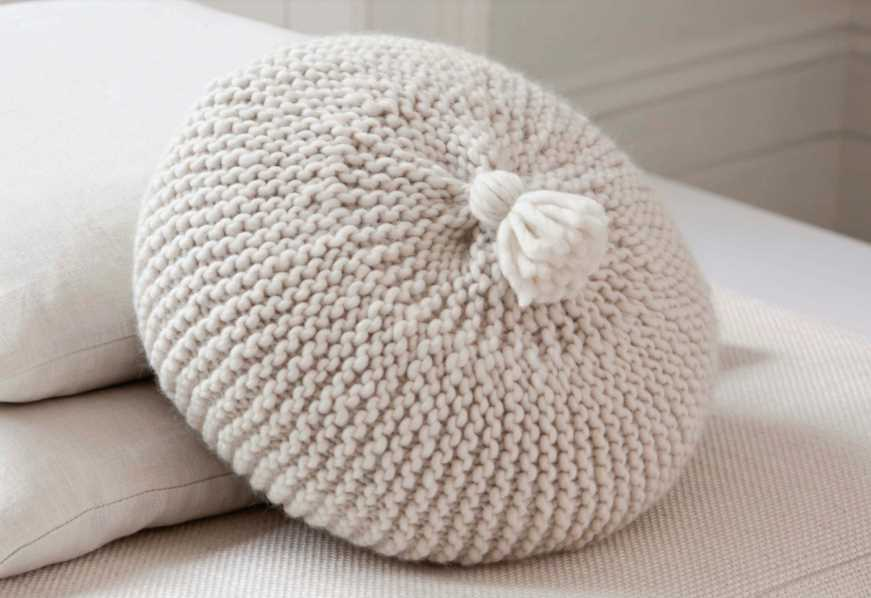 Free Knitting Pattern for a Circular Cushion