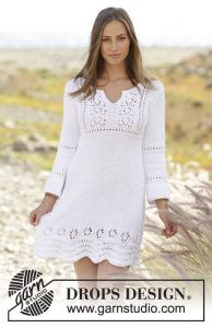 Knitted dress with lace pattern and ¾ sleeves