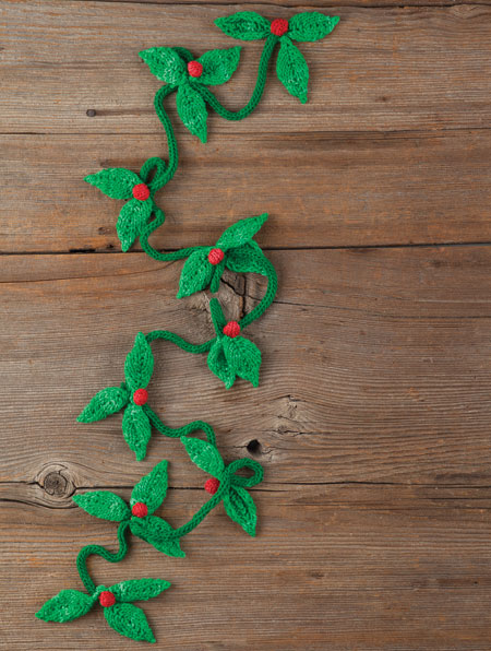 Free Knitting Pattern for a Holly Garland ⋆ Knitting Bee