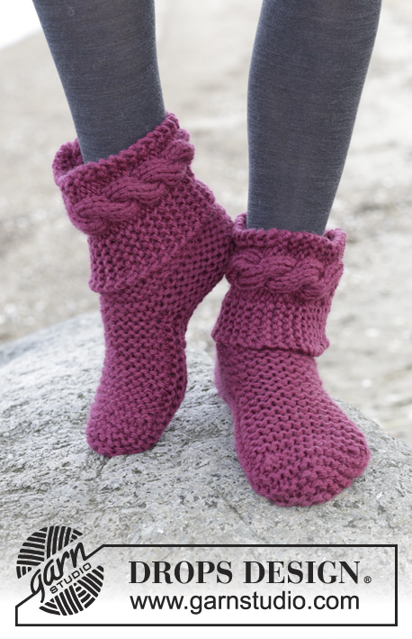 Free slipper knitting pattern with garter stitch and cables