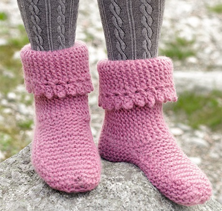 Knitted slippers with garter stitch and picot edge free pattern