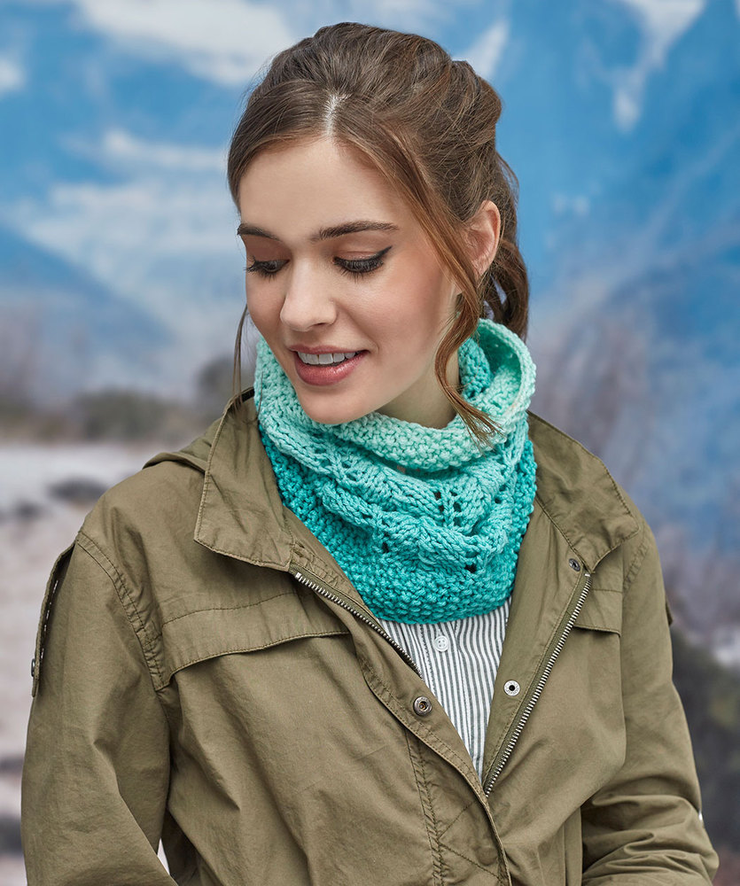 Beginner knitting pattern for a Cozy Lace Cowl