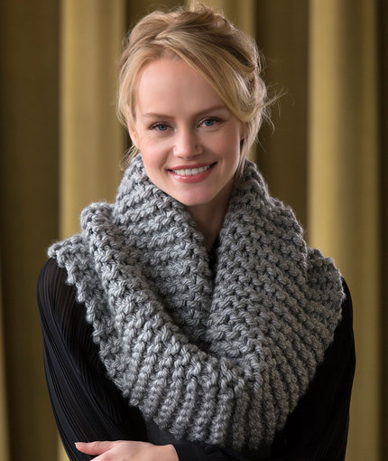 Beginner knitting pattern for a Voluminous Cowl