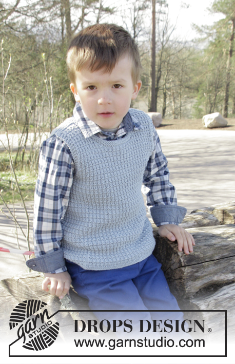 Easy knitted vest for kids with a textured pattern
