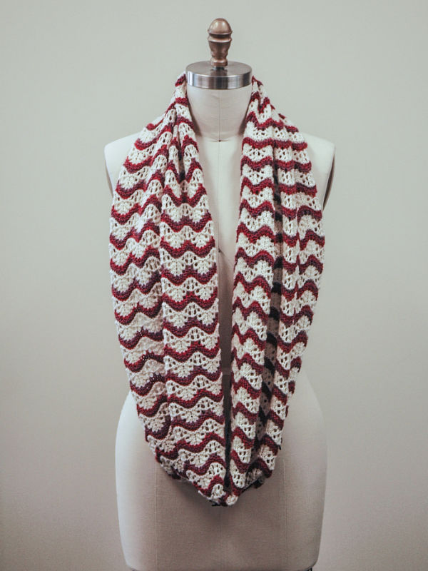 Free Knitting Pattern for a Ripple Stitch Cowl Penelope