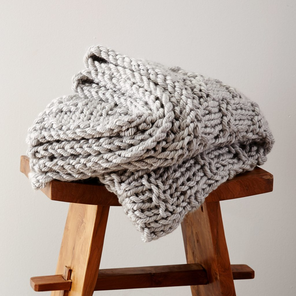 Free knitting pattern for a chunky knit blanket for beginners
