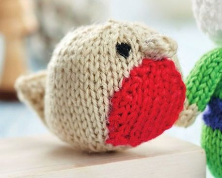 Free Knitting Pattern for a Christmas Robin
