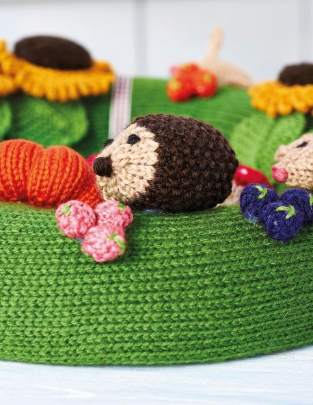 Free Knitting Pattern for an Autumn Wreath