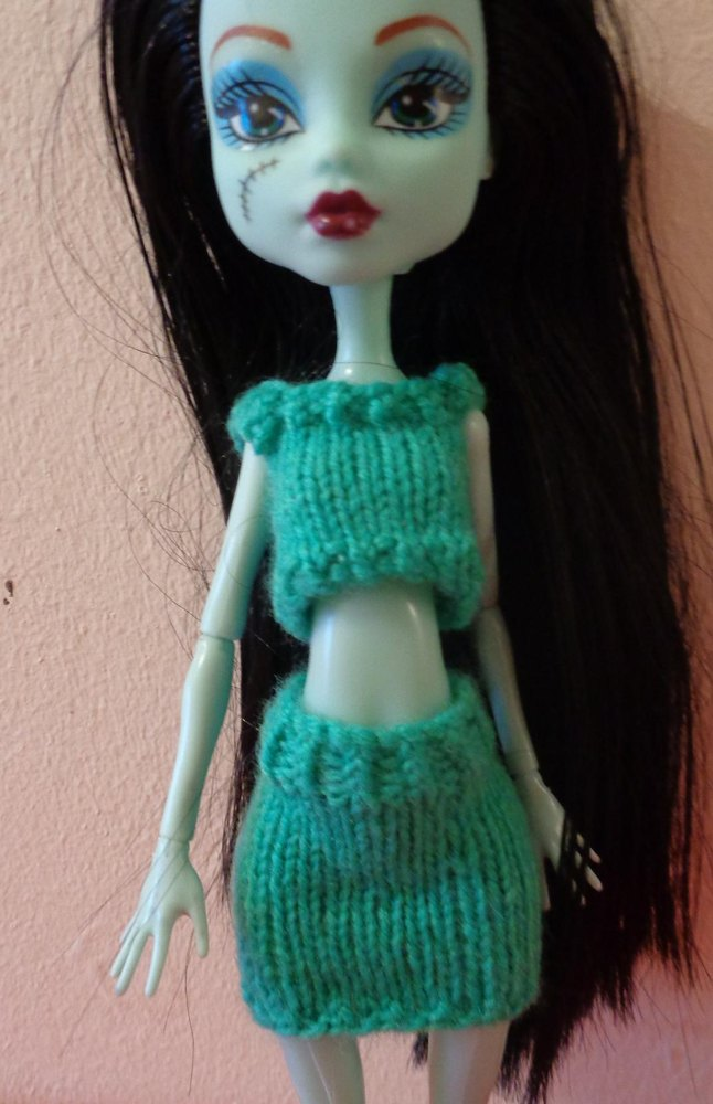 Free Knitting Patterns for a Strappy Top and Skirt for Fashion Dolls