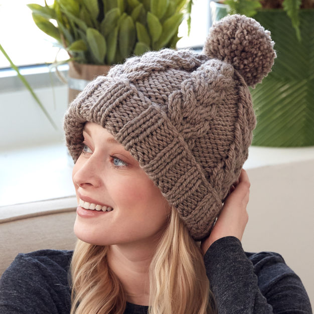 Free knitting pattern for a cable hat with rib stitch edge 3