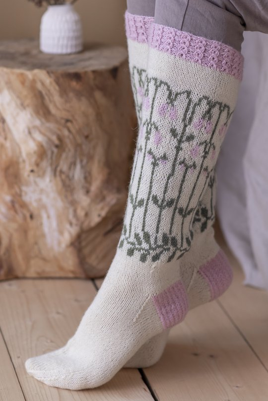 Free Knitting Pattern for Socks with Colorwork Flower Pattern