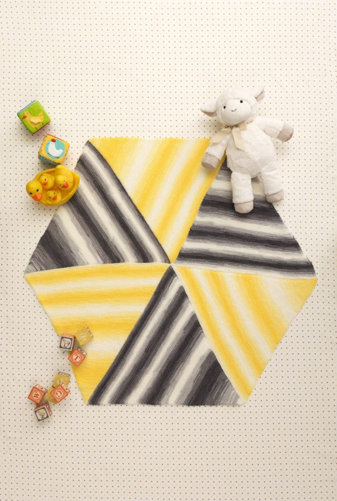 Easy baby blanket with a hexagon shape