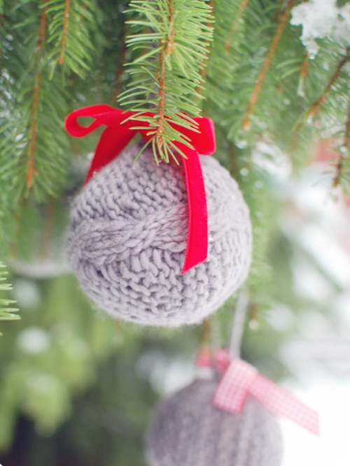 Bauble Xmas tree knitting pattern