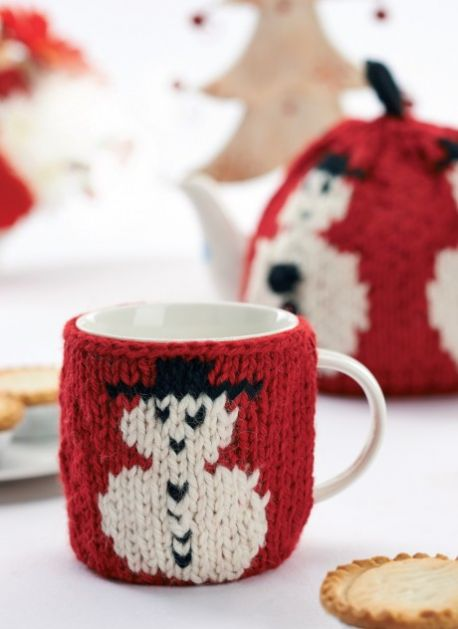 Free knitting pattern for a snowman mug and teapot cosy