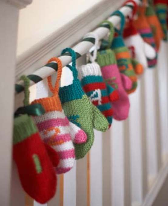 Free Christmas knitting pattern for a mittens advent calendar