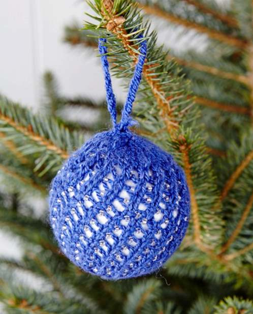 Free knitting pattern for a Christmas lace beaded bauble