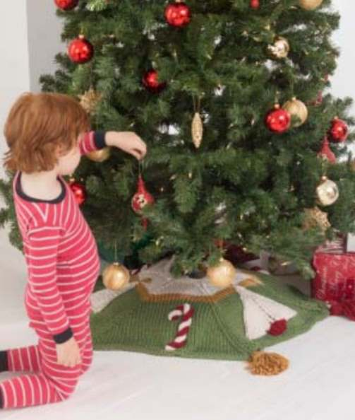 Free knitting pattern for a candy cane tree skirt Christmas