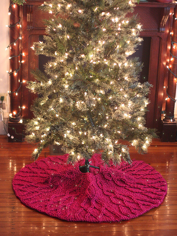 Free knitting pattern for a tree skirt with cables