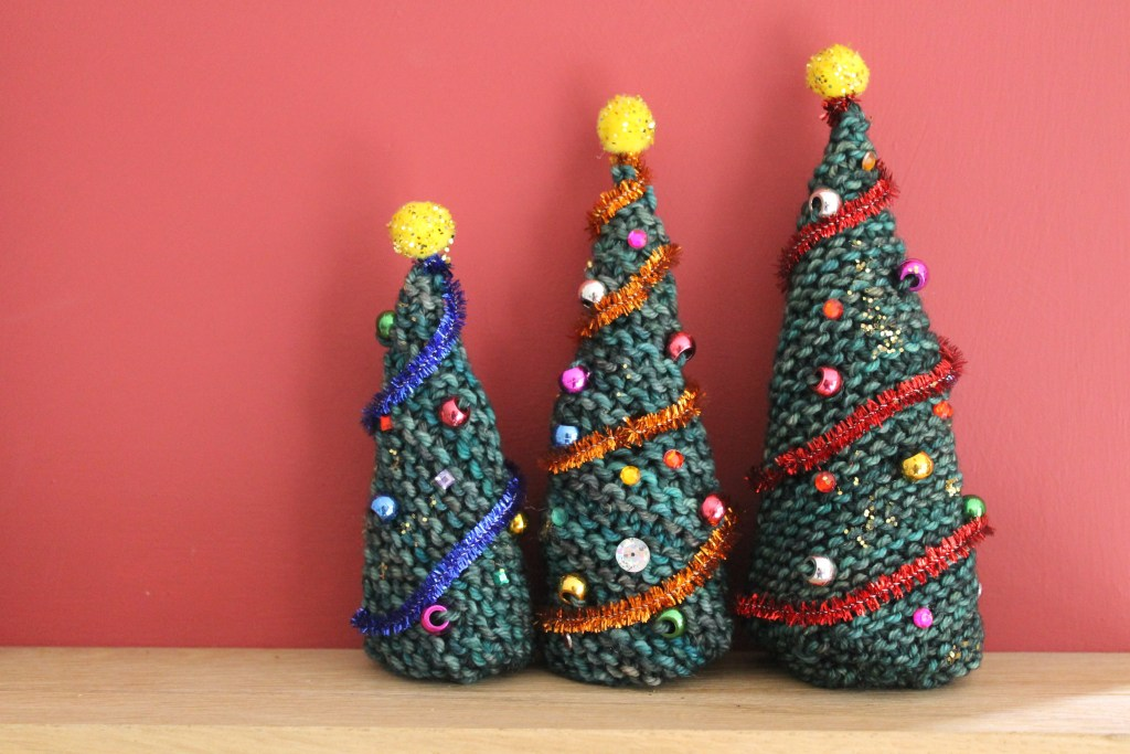 Free knitting pattern for easy Christmas trees