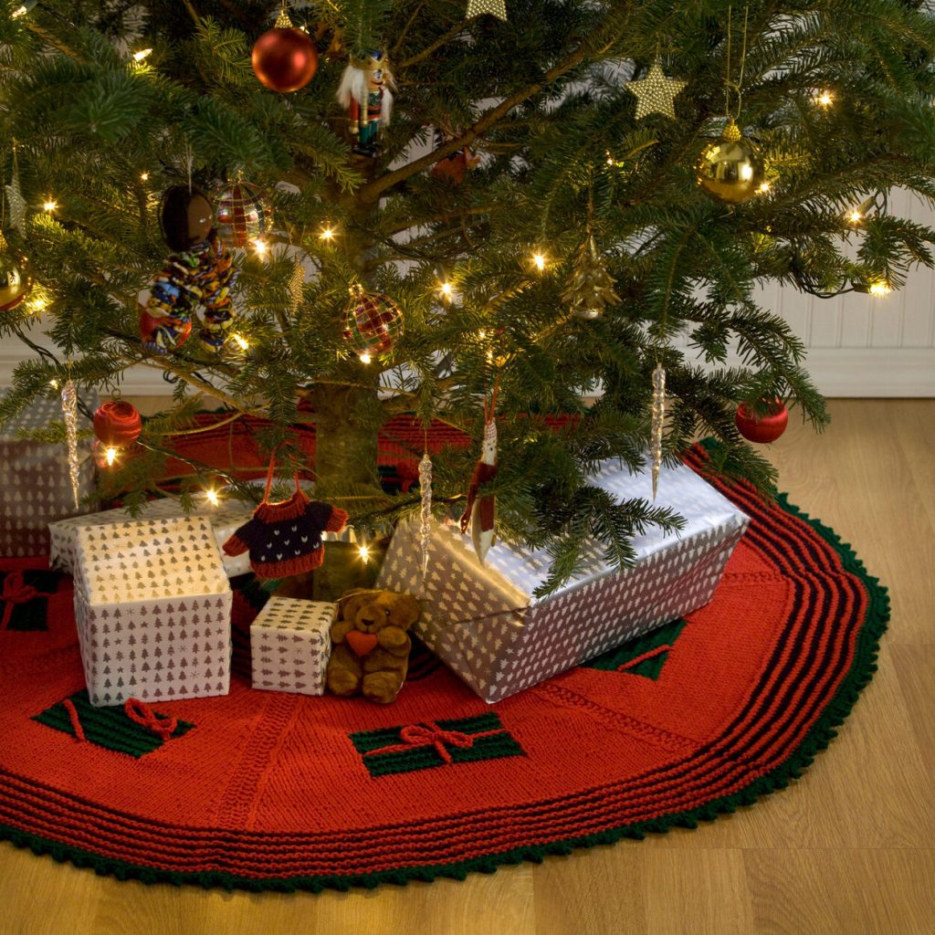 Free tree skirt knit pattern for Christmas