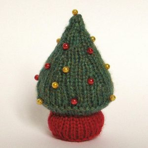 Free pattern for a little Christmas trees with beads