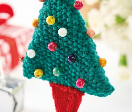 Quick knit Xmas tree decoration