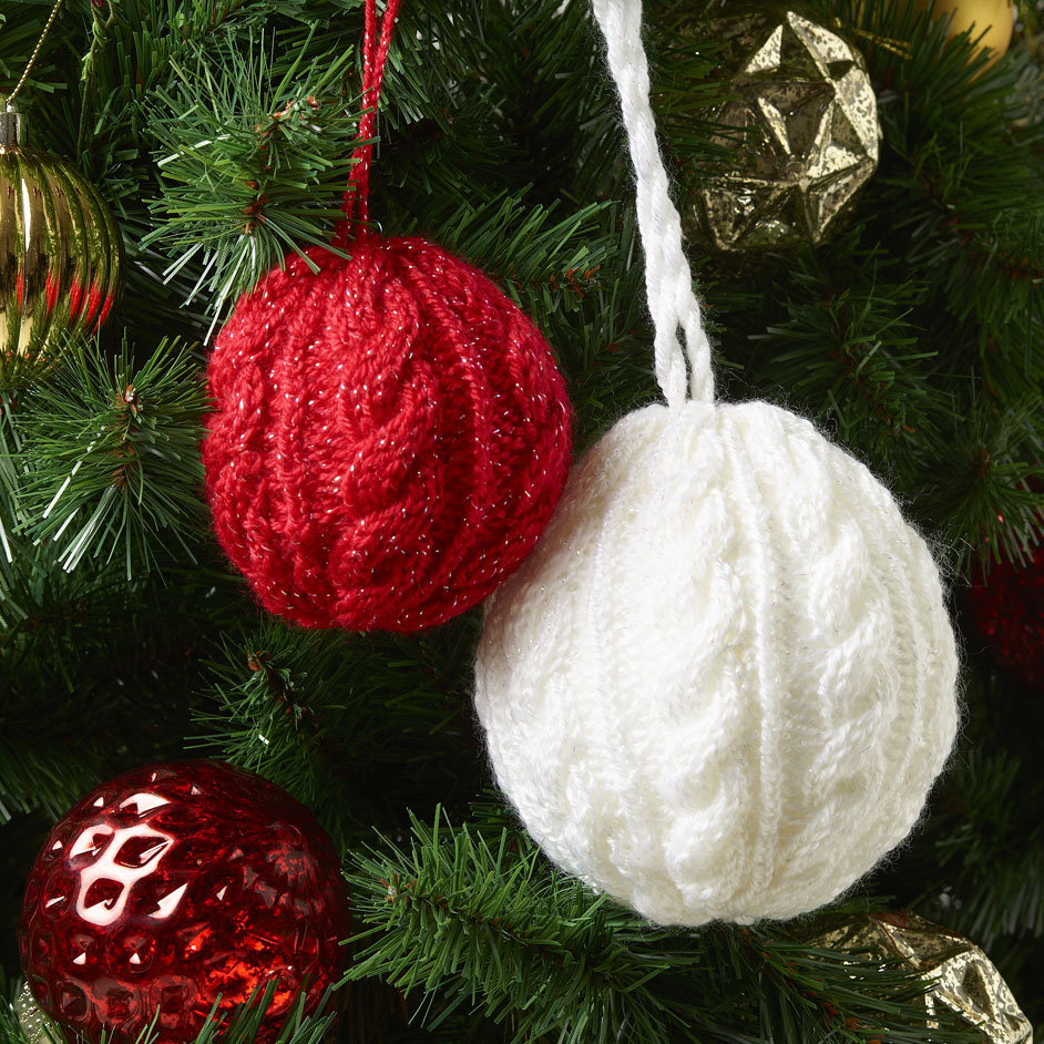 free knitting pattern for a cabled Christmas Bauble